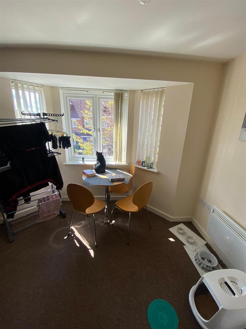 2 Bedroom Block Of Flats For Sale - 11.jpg